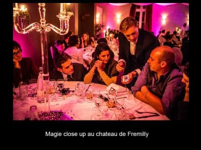 Magicien close up chateau Fremilly